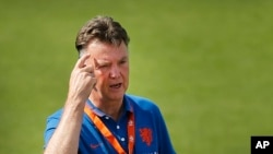 El DT de Holanda, Louis van Gaal, confía que su equipo se imponga ante los ticos.