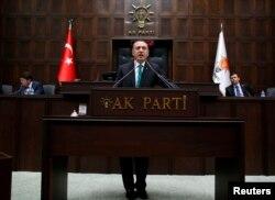 土耳其总理埃尔多安1月14日在安卡拉向议会发表讲话。