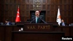 1月14日,土耳其總理埃爾多安在國會發表演講。