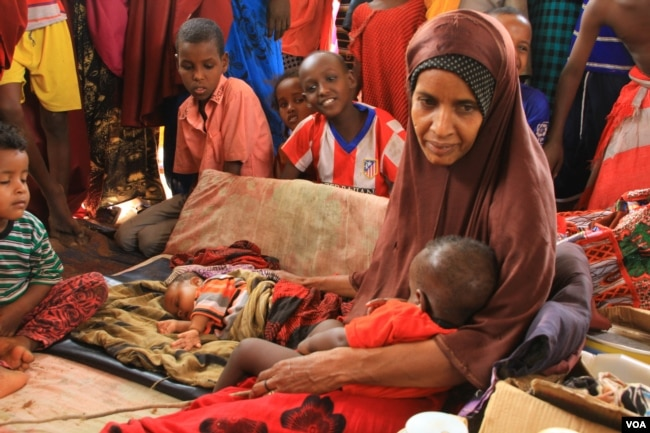 FILE - Refugee and her baby at Hagadera transit camp in Kenya's Dadaab refugee camp, September 20, 2016. (Jill Craig/VOA)