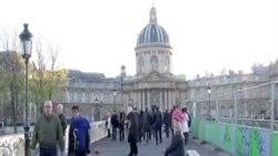 外國遊客力挺巴黎