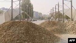Kosovë: Serbët në veri refuzojnë thirrjet për zhbllokimin e rrugëve