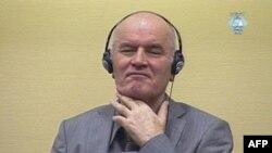 Ông Ratko Mladic ra trước phiên tòa của Tòa án Tội phạm Chiến tranh La Haye