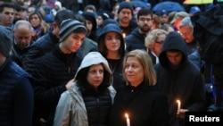Warga AS mengadakan doa bersama bagi korban penembakan sinagoga di Pittsburgh (foto: ilustrasi).