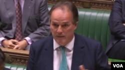 英国外交部亚太事务国务大臣费尔德周二下院接受质询