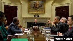 奥巴马加入索马里总统马哈茂德和美国国家安全副顾问的会谈