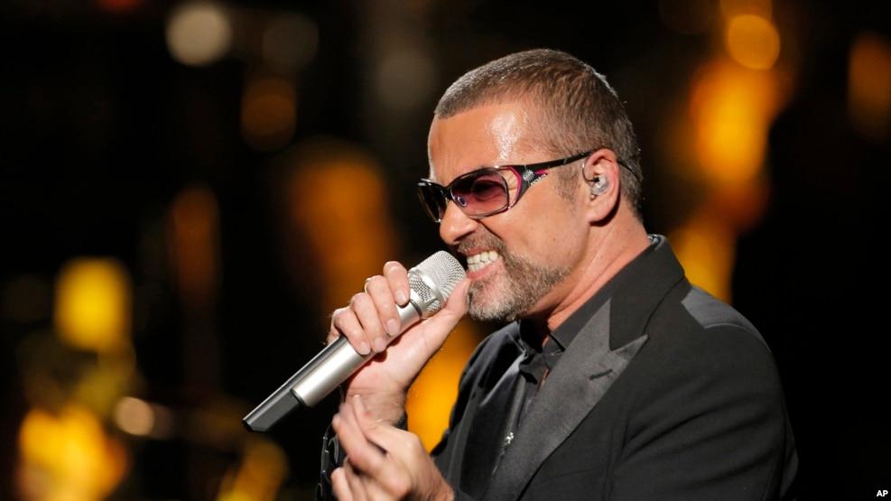Siêu sao nhạc pop người Anh George Michael trong một buổi trình diễn năm 2012.