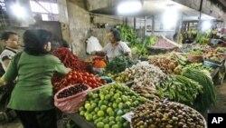 Kenaikan harga makanan pokok telah mendorong inflasi yang tinggi di Indonesia. (Foto: Dok)