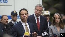 Gubernur New York, Andrew Cuomo, berbicara usai NYPD mengamankan peledak dari Time Warner Center.