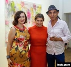 شهرام کریمی، رویا خواجوی و سارا معدندار در نمایشگاه «رویاهای صورتی در سرزمینی بی نام» در نیویورک