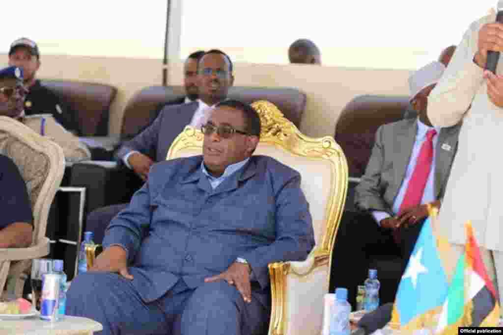 Ra'iisul Wasaare Cumar C/rashiid oo ka qeybgalaya xiritaanka tababar ciidan. Muqdisho, 20/01/1016. Photo by Villa Somalia