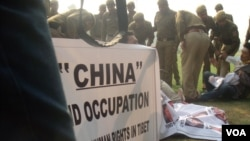 Delhi Police Arrests Tibetan Youths Protesting China Embassy