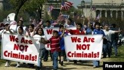 """Este grupo de inmigrantes intenta sensibilizar al resto del país sobre la necesidad de aprobar una reforma migratoria """"justa""""."""