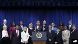 星期三 奧巴馬在白宮和中產階級家庭的納稅人舉行會談