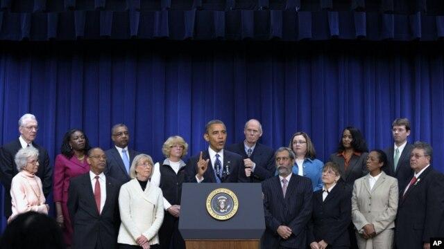 Predsednik Barak Obama sa pripadnicima srednje klase tokom skupa u Beloj kući