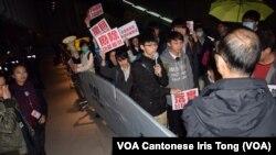 示威者高舉「落實公民提名」、「撤回人大8-31決定」等標語,要求重啟政改五部曲