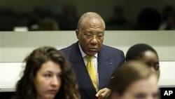 국제 형사법정에서 선고를 기다리는 찰스 테일러 전 라이베리아 대통령.