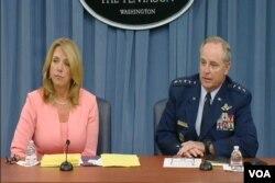 美國空軍參謀長威爾士上將(右)在五角大樓8月24日星期一舉行的記者會上。(視頻截圖)