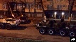 Pasukan Rusia melakukan patroli Grozny, di Kaukasus utara (foto: dok).
