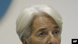 ທ່ານນາງ Christine Lagarde ຫົວໜ້າບໍລິຫານກອງທຶນສາກົນ ກ່າວຕໍ່ກອງປະຊຸມນັກຂ່າວທ່ີກຸງມອສກູ, ຣັດເຊຍ. ວັນທີ 8 ພະຈິກ2011.