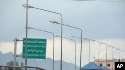 Bridge that connects Thai border town of Mae Sot to Burma