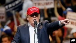 Ứng cử viên tổng thống đảng Cộng hòa Donald Trump phát biểu tại Tucson, Arizona, ngày 19/3/2016.