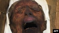 """La """"momie hurlante"""" connue scientifiquement sous le nom de """"l'inconnu E"""" exposée au Musée égyptien de la place Tahrir au Caire, 14 février 2018."""