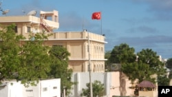 Turkey has opened an embassy in Mogadishu and is expanding business ties with Somalia.(Pete Heinlein/VOA)