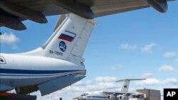资料照片:俄罗斯军用飞机向意大利运送医疗物资(2020年3月22日)