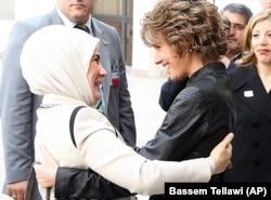 Ekim 2008'de Emine Erdoğan'ı Şam'da ağırlayan Esma Esat