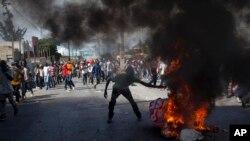 Manifestan ki tap boule kawoutchou (Foto achiv)