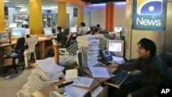 Para pekerja di jaringan TV Geo, Pakistan (foto: dok).