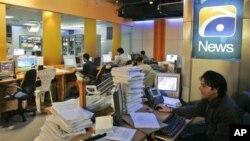 Pakistan memiliki puluhan saluran TV berita, dan acara bincang-bincangnya sangat populer, mendominasi jam tayang utama pada malam hari (foto: dok).