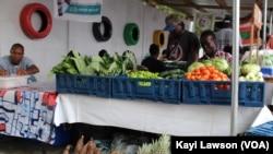 Fruits et légumes au marché local, à Lomé, Togo, le 6 juillet 2019. (VOA/Kayi Lawson)