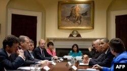 Tổng thống Obama, phó Tổng thống Biden gặp Chủ tịch ban quản trị BP Carl-Henric Svanberg, Tổng giám đốc Tony Hayward và các giới chức khác của công ty tại Tòa Bạch Ốc, ngày 16/6/2010