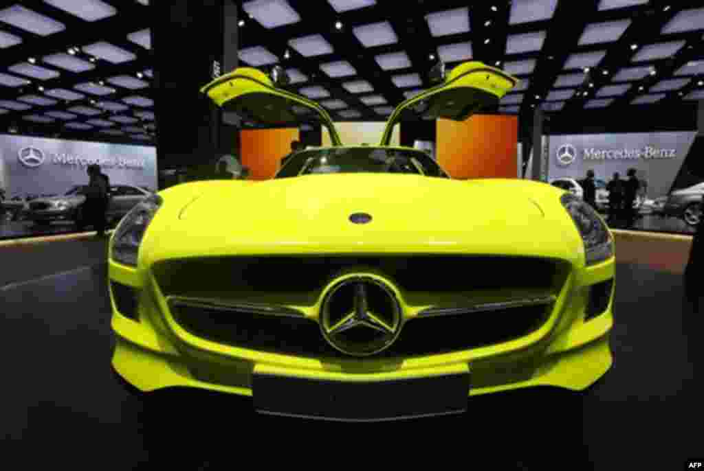 The Mercedes Benz SLS AMG E-Cell is shown at the North American International Auto Show in Detroit, Monday, Jan. 10, 2011. (AP Photo/Paul Sancya)