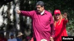 """El presidente Nicolás Maduro que busca su reelección, culpó durante un mitin de campaña a """"mafias criminales de la economía"""" por la crisis de precios que vive el país petrolero"""