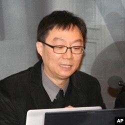 美国德州大学政治经济统计教授何嘉耀