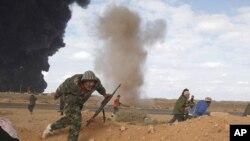 Сојузнички воздушни напади врз силите лојални на Гадафи