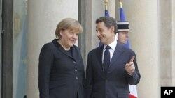 法國總統薩科齊和德國總理默克爾星期一在巴黎出席一個聯合記者招待會