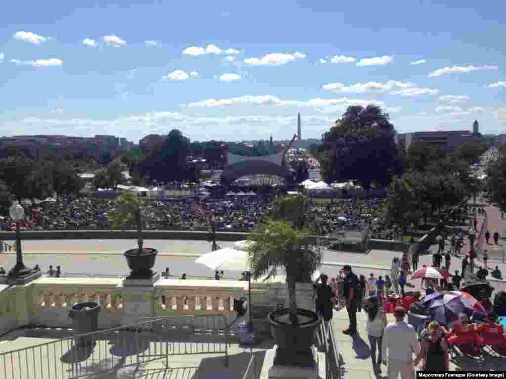 Вашингтон. Вид зі сходів Капітолію