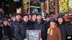 บรรดาผู้สื่อข่าวต่างชาติรวมทั้งผู้สื่อข่าว VOA ในกรุงปักกิ่งถูกตำรวจจีนทำร้ายและจับกุม