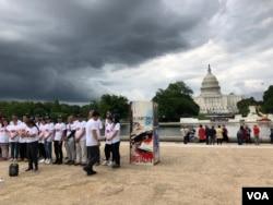华盛顿国会山纪念六四绘画巡回展 (美国之音任新拍摄)