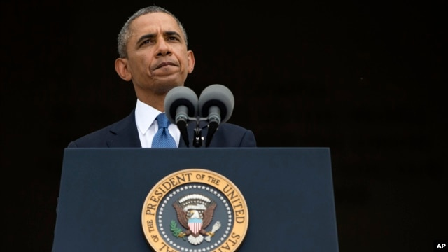 President Barack Obama pauses while speaking at a ceremony in Washington, Aug. 28, 2013.