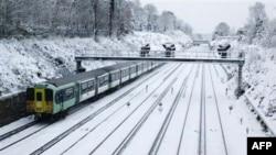 Ðường rầy xe lửa phủ đầy tuyết ở Croydon, phía nam London, ngày 2/12/2010