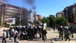 Qetësi në Mitrovicë pas dhunës së të dielës