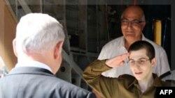 Beynəlxalq liderlər İsrail əsgəri Gilad Şalitin azad edilməsini alqışlayıb