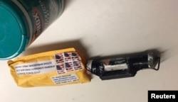 """Un paquete con """"un artefacto explosivo"""" según la policía fue recibido en el Time Warner Center, donde están las oficinas de CNN en Nueva York. La fotografía fue proporcionada por la policía el 24 de octubre de 2018."""