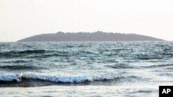 جزیره پدیدار شده از زیر آب