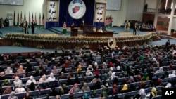 Ο Πρόεδρος του Αφγανιστάν, Χαμίντ Καρζάι, μιλάει στην συνέλευση της Λόγια Τζίργκα